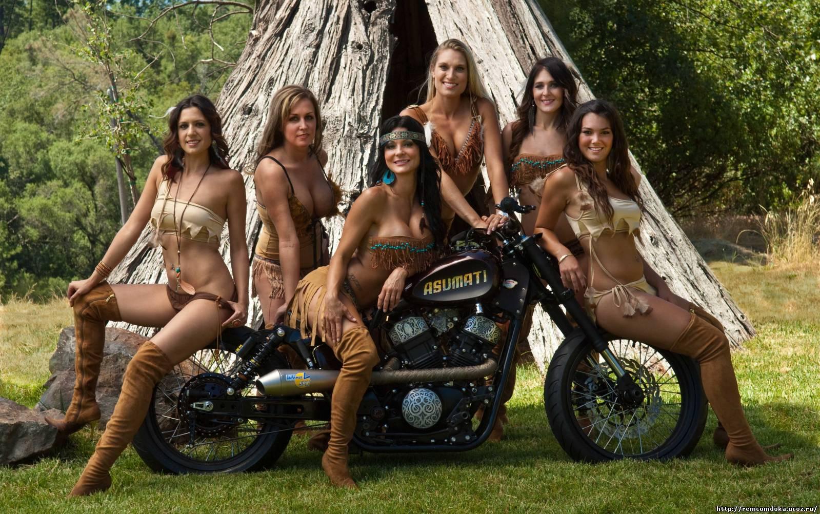 Фото девок возле мотоциклов 11 фотография